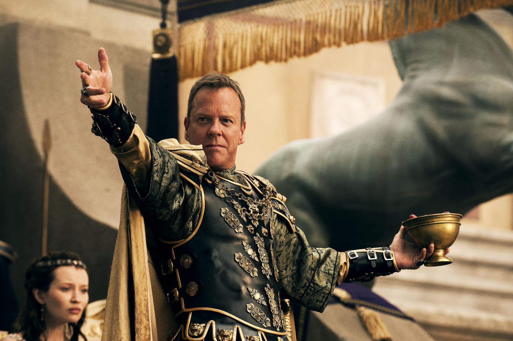 Kiefer Sutherland as Curvus.